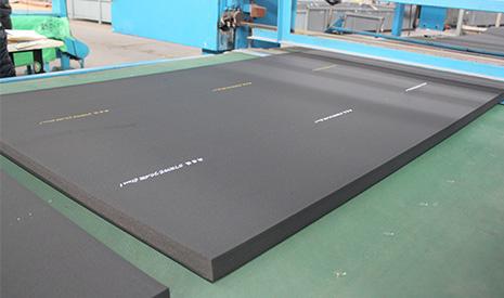 V0级橡塑保温板的特点